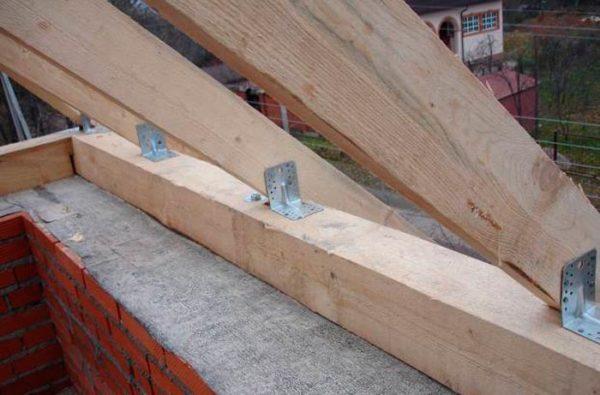 Пазовое крепление применяется совместно с металлическими уголками