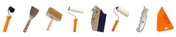 Перед тем как приклеить обои, не забудьте приобрести инструмент для работы