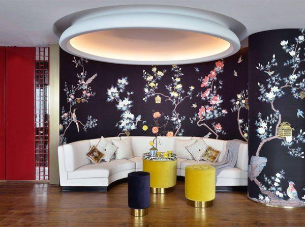 Перед тем как выбрать фотообои для интерьера в восточном стиле, оцените размеры помещения. Для типовой квартиры оптимален некрупный цветочный принт