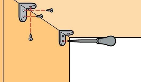 Перед вкручиванием самореза в плиту, точку входа необходимо накернить шилом.