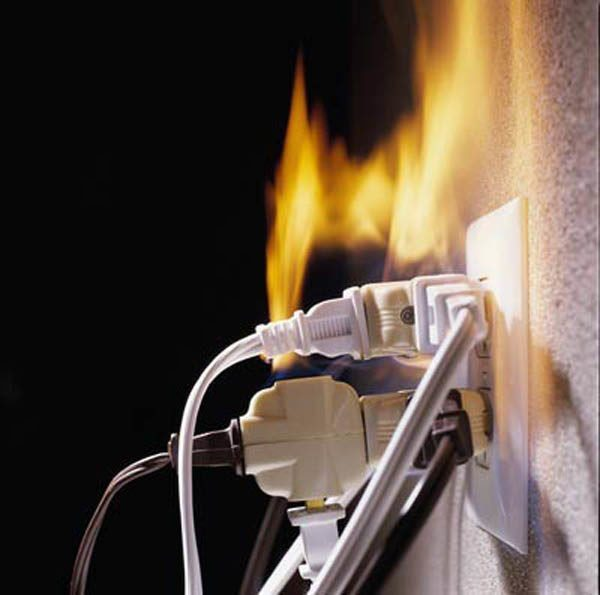 Перегрузка проводки при недостаточном сечении проводника может привести к разрешению изоляции, короткому замыканию и пожару.