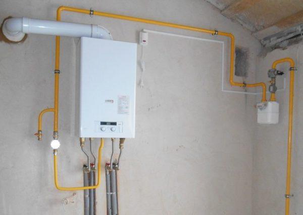 Перенос газовой колонки из одного помещения в другое желательно делать в ходе капитального ремонта, когда можно будет восстановить повреждённую штукатурку и аккуратно подвести коммуникации