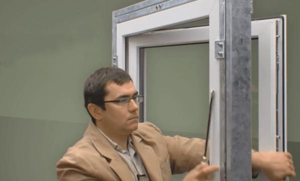 Пластиковое окно со стандартной фурнитурой легко открыть снаружи