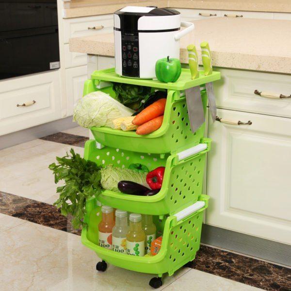 Пластиковые модели можно использовать для хранения овощей, напитков и даже как полку под компактную бытовую технику