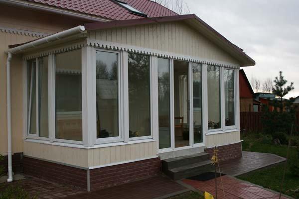 Окна для веранды популярных вида материалов com Пластиковые окна на веранде
