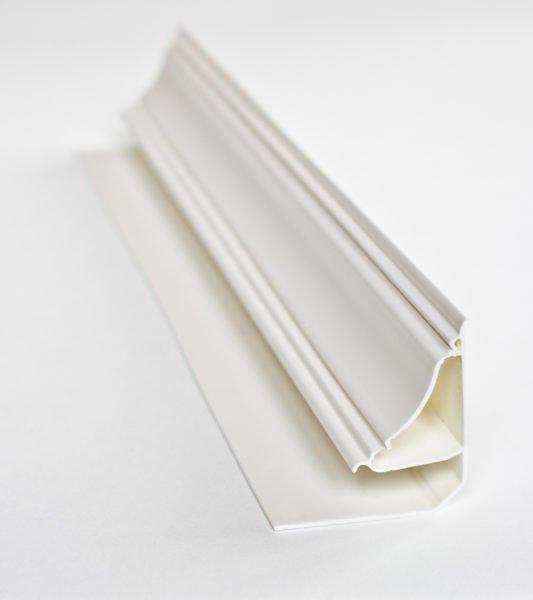 Плинтус с пазом для пластикового потолка