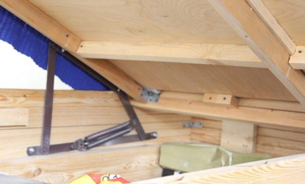 Подъемный механизм можно приобрести в магазинах мебельной фурнитуры