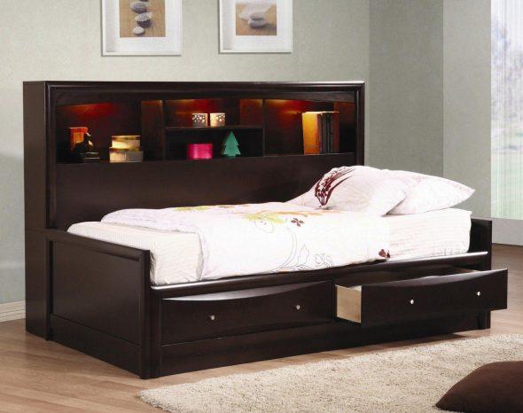 Подростковая кровать с высокой спинкой-модулем
