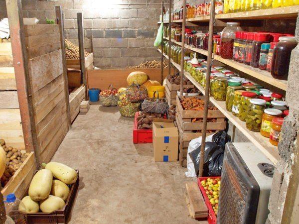 Подземное хранилище можно сделать не только в доме, но и в гараже или даже в поле