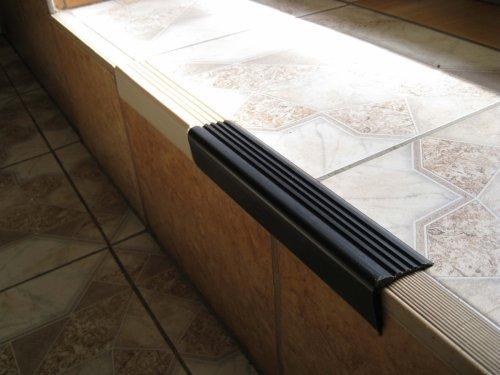 Полимерная накладка на край ступени.