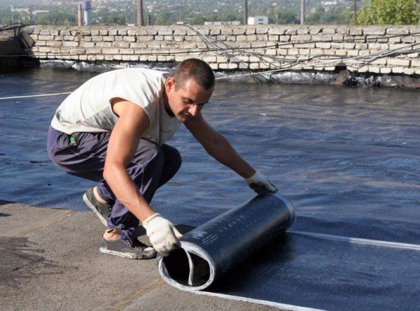 Полотна с крупнозернистой посыпкой используются в качестве верхнего слоя гидроизоляции, так способны эффективно противостоять ультрафиолету
