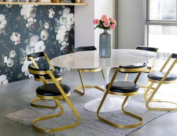 Полотна с различными узорами и цветами позволяют удачно зонировать помещение