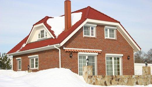 Полувальмовые крыши можно использовать для обустройства жилого чердака