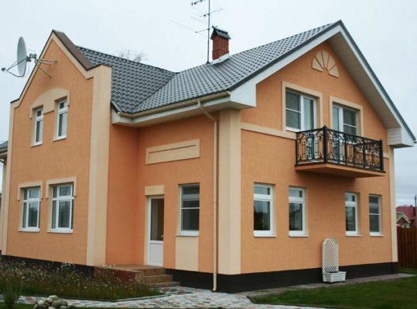 Понятие «мокрый фасад» подразумевает утепление стен и отделку штукатуркой