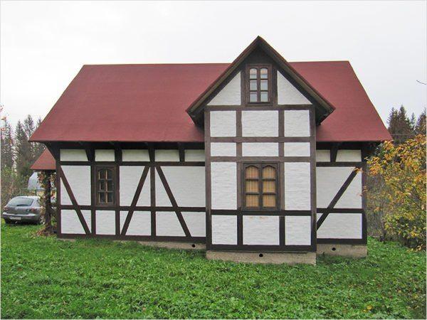 После крепления доски дом приобретает окончательный вид