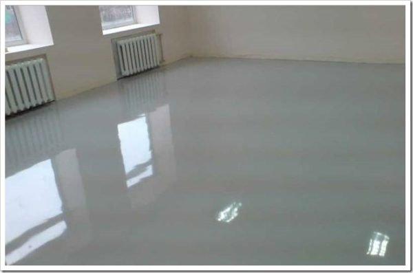 После высыхания грунта получается прочная глянцевая поверхность, которая может эксплуатироваться и так