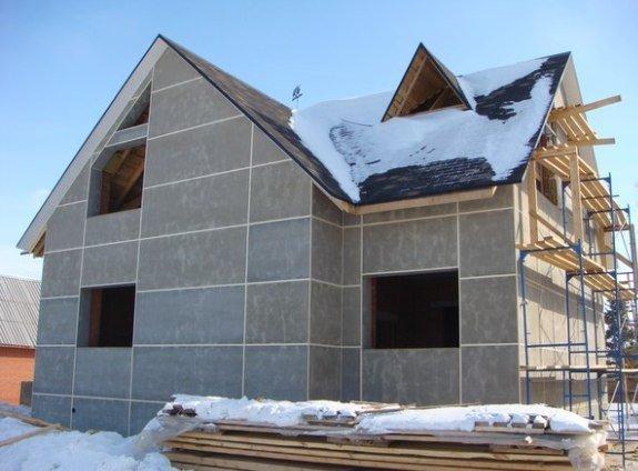 После заделки швов герметиком фасад может простоять хоть всю зиму, ничего с ним не случится
