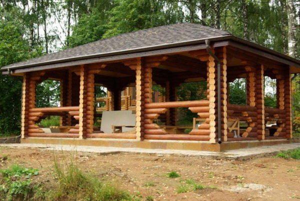 Построить крышу в четыре ската не сложнее, чем двухскатную кровлю, и несмотря на это четыре ската выглядят гораздо привлекательнее