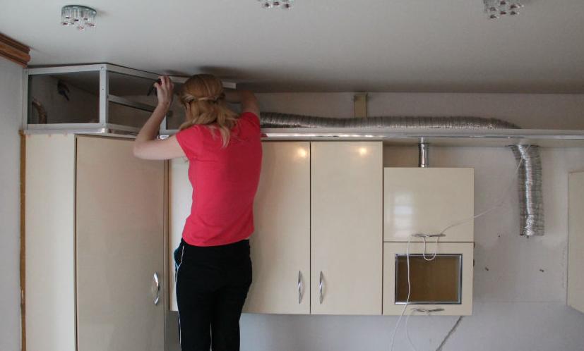 Потолочная конструкция для вытяжки на кухне