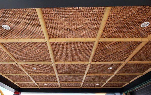 Потолок можно сплести и из лент бамбука