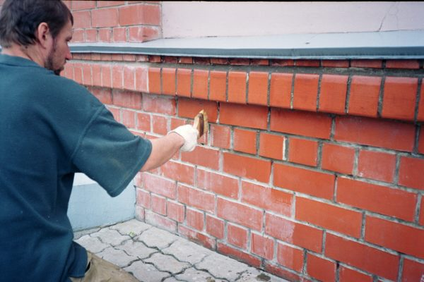 Правильно подобранный состав позволит надолго защитить стены от влаги