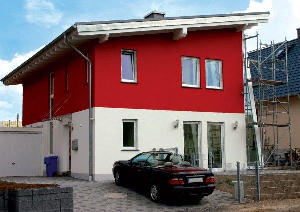 Правильно выбранный ЛКМ повысит эстетичность фасада дома.