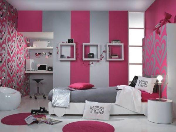 Преобладание розового в спальне.