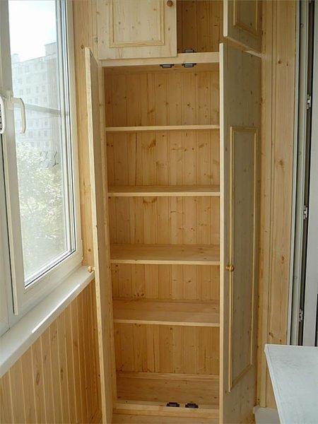 При грамотном подходе деревянный шкаф собирается за пару дней.