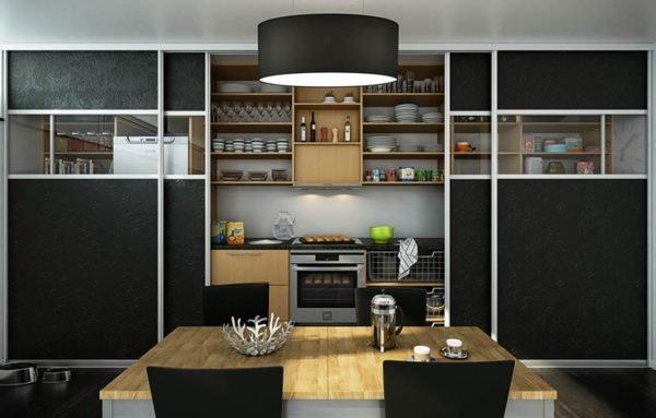 При обустройстве кухни, за сдвижными дверями можно спрятать плиту, микроволновку, сушку для посуды и много другой бытовой техники