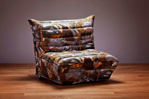 При покупке кресла, поинтересуйтесь о наличии чехлов на данную модель.