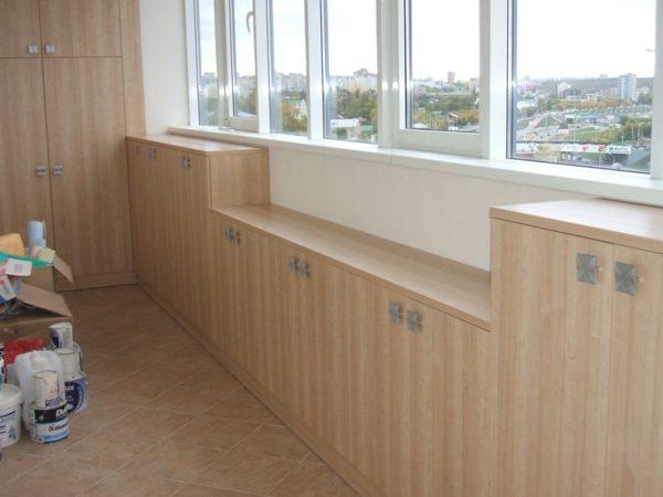 При желании балконную мебель можно собрать своими руками.