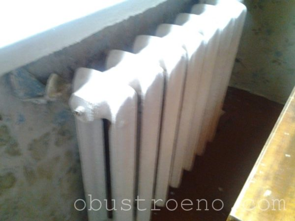 Причина отсутствия тепла – в скопившемся воздухе внутри радиатора.