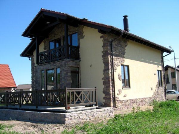 Пример комбинированной отделки дома
