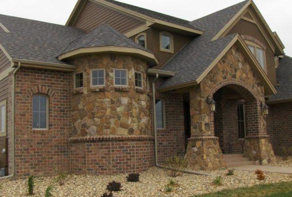 Пример облицовки дом штучными материалами