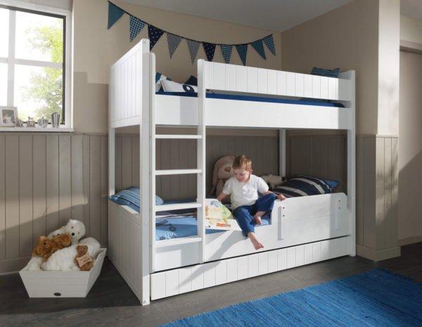 Пример самостоятельно сделанной кровати для детской комнаты