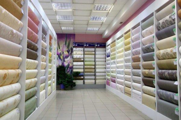 Производители предлагают много типов обоев, но не все они подходят для коридора.