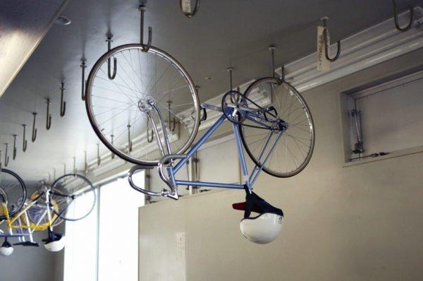 Простое и надежное крепление для велосипедов и спортивного инвентаря.