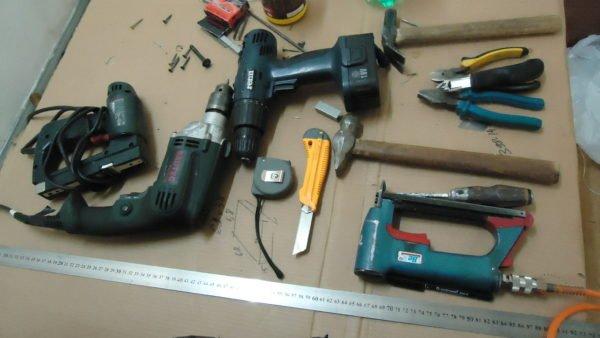 Простой набор плотницкого инструмента, который есть в большинстве домашних мастерских