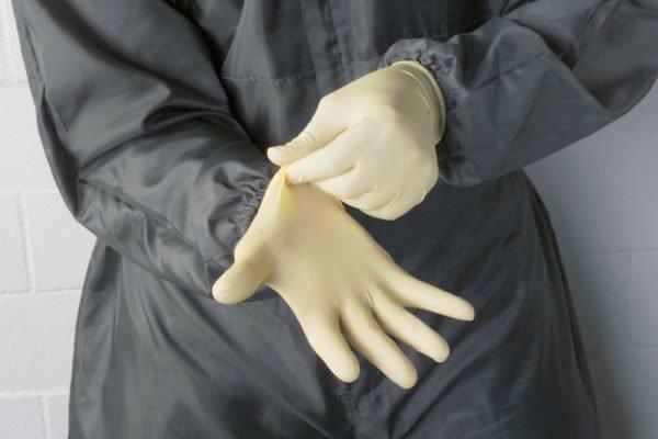 Простые резиновые перчатки отлично подойдут для наших целей