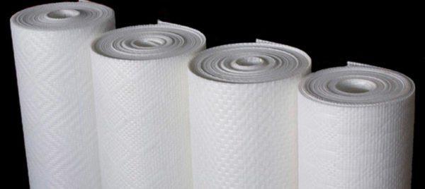 Просвечивают ли флизелиновые обои после высыхания, зависит от их структуры — чем тоньше материал, тем выше риск
