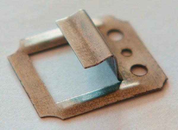 Прямой зацеп без зубцов позволяет пластиковым панелям деформироваться при тепловых расширениях и не растрескиваться