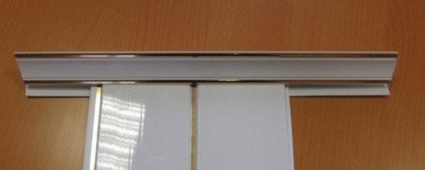 ПВХ плинтус для установки на потолок