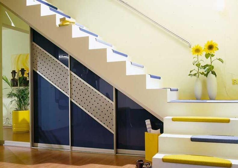 Работу со стеклянными фасадами лучше доверить профессионалам.