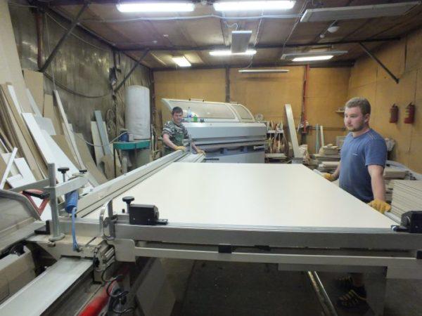 Раскрой стружечной плиты на мебельной фабрике