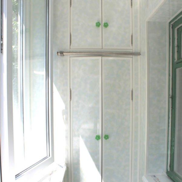 Распашной двухдверный шкаф из двух частей