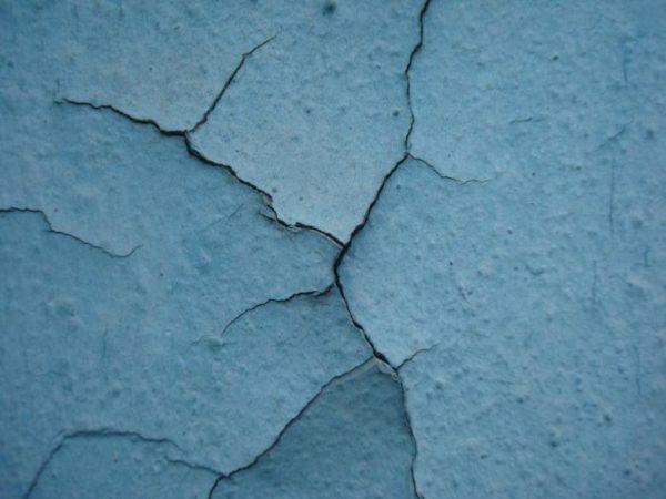 Растрескивание слоя краски при нарушении технологии