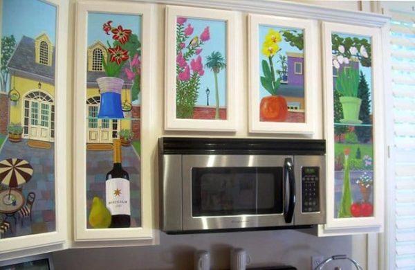 Роспись по мебели используется во многих современных стилях.