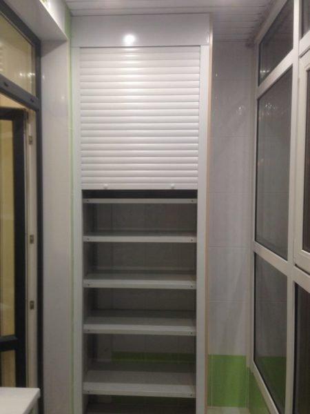 Рулонные рольставни хорошо подходят для установки на балконные шкафы.