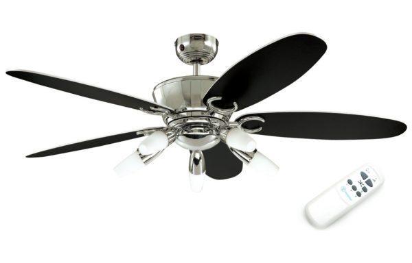 С пульта можно регулировать яркость освещения и скорость вращения крыльчатки.