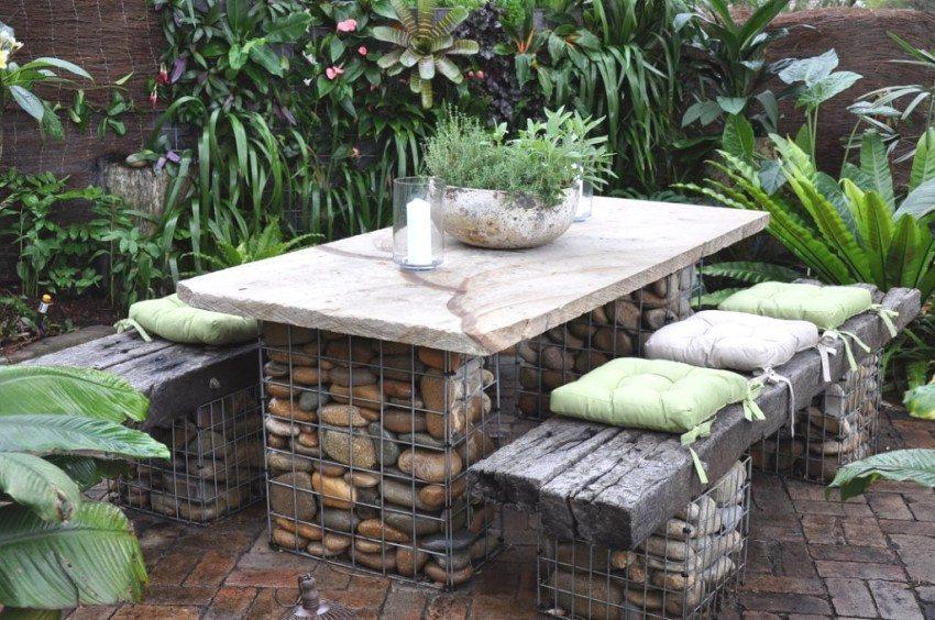 Садовую мебель как на фото из каменных сеток можно соорудить своими руками.